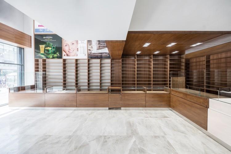 Farmacia Navid / L.E.D Architects, Cortesía de Led Architects