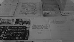 Tres vitrinas y un archivo: La iniciativa expositiva del Archivo de Originales FADEU-UC