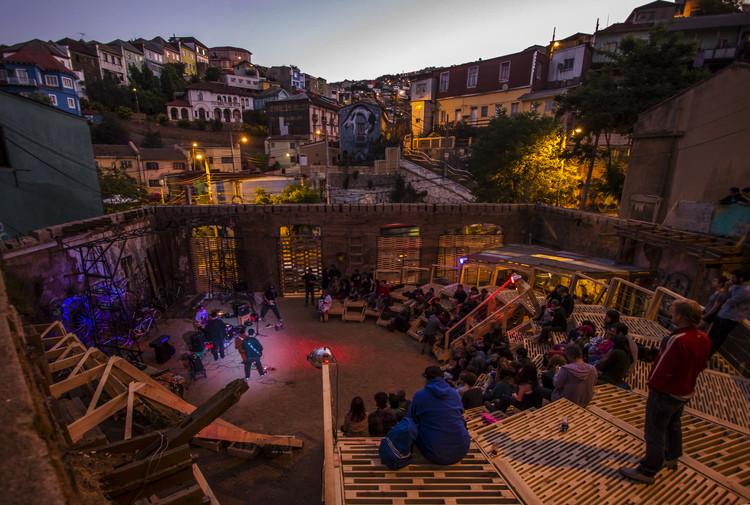La Ola: espacio de actuación público / The Scarcity and Creativity Studio. Image Cortesía de The Scarcity and Creativity Studio