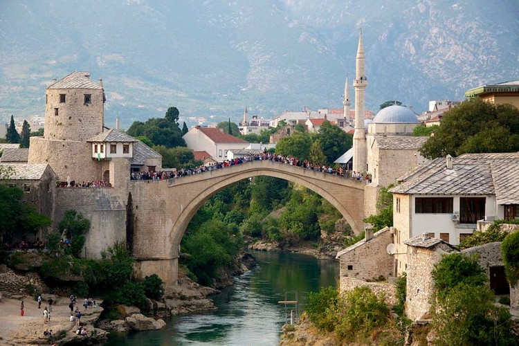 "How to Change Cities With Culture: 10 Tips Using UNESCO, ""The Old Bridge in Mostar, Bosnia and Herzegovina / Photo: ru.wikipedia.org"". Image Courtesy of Strelka Magazine"