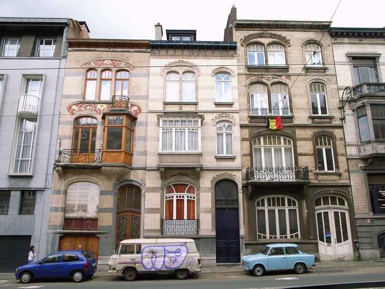 This street front comprises typical Brusselian townhouses: narrow, multilevel, and highly individualistic in their ornamentation. ImageCourtesy of Flickr user Steve Cadman (licensed under CC BY-SA 2.0)