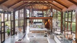 La Casa Brasileira - Six 1 Eight 8 / Debaixo do Bloco Arquitetura