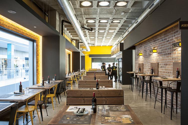 Restaurante la parrilla barea partners plataforma for Restaurante arquitectura