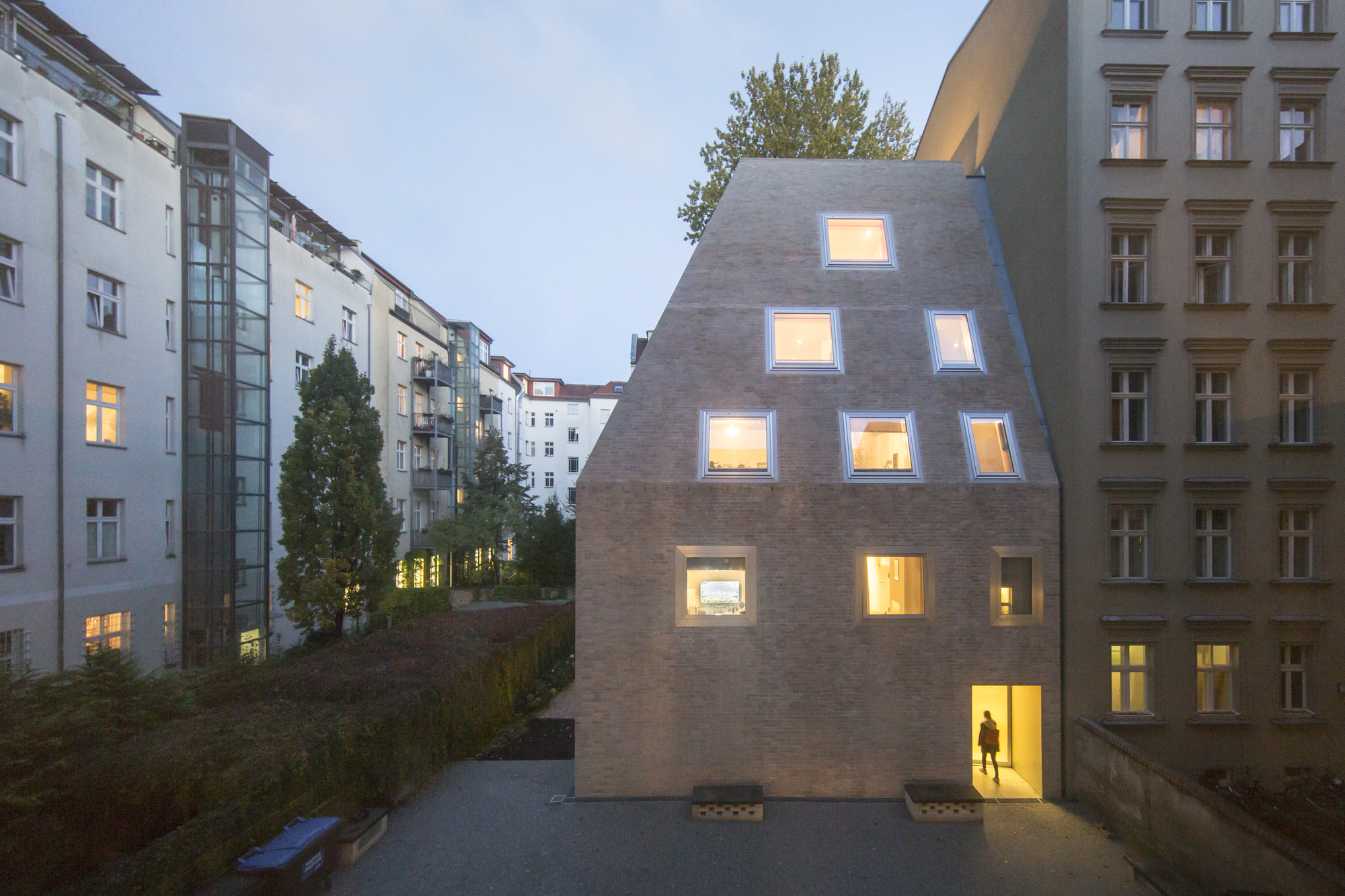 gallery of apartment house prenzlauer berg barkow. Black Bedroom Furniture Sets. Home Design Ideas