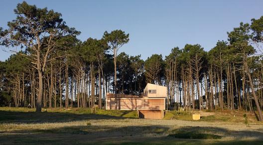 Pinar del Faro House / Carolina Pedroni + Delfina Riverti + Miguel Rossi