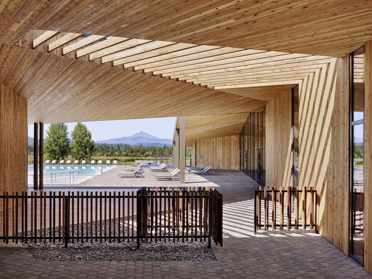 Lakeside at Black Butte Ranch. Image Courtesy of Wood Design & Building Awards