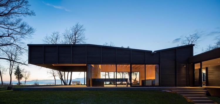 Michigan Lake House. Image Courtesy of Wood Design & Building Awards