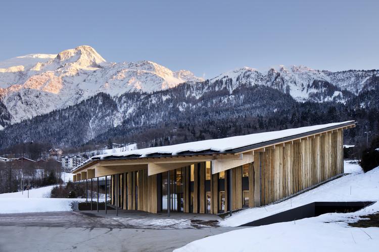 Mont Blanc Base Camp. Image Courtesy of Wood Design & Building Awards