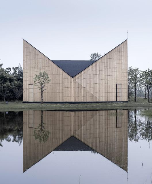 Nanjing Wanjing Garden Chapel. Image Courtesy of Wood Design & Building Awards