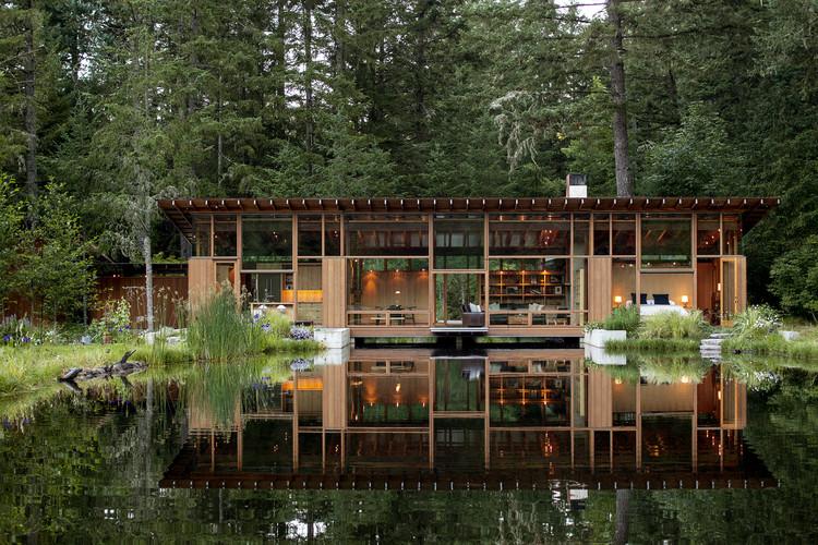 Newberg Residence. Image Courtesy of Wood Design & Building Awards