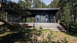Casa de verano en la isla del mar Báltico / Pluspuu Oy