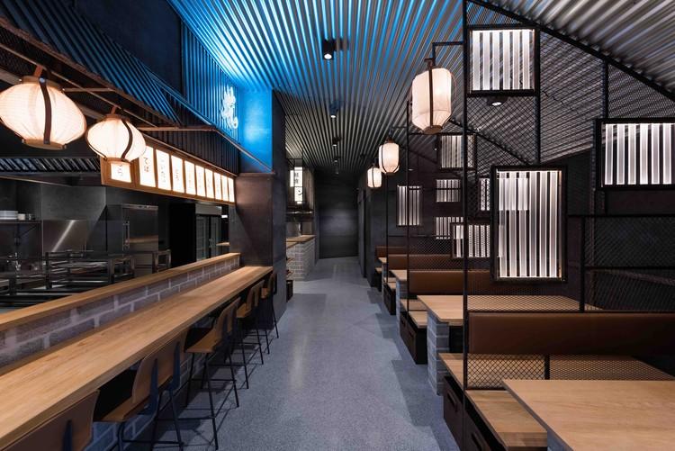 Taberna Hikari Yakitori Bar / Masquespacio, © Luis Beltran