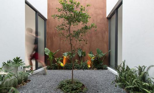 Sole Houses / SANTOSCREATIVOS + VTALLER