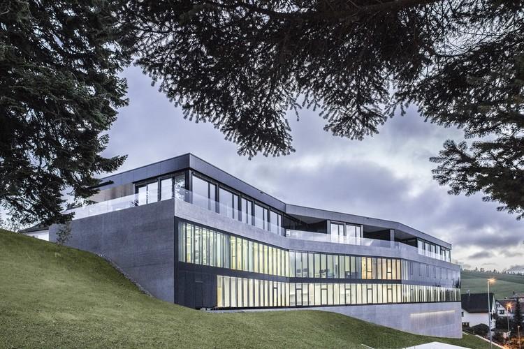 Clinica Bellavista / Carlos Martinez Architekten, © Petra Rainer