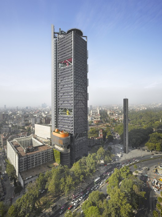 Winner in the Offices Category. BBVA Bancomer Tower / LEGORRETA+LEGORRETA & Rogers Stirk Harbour + Partners. Image © Roland Halbe