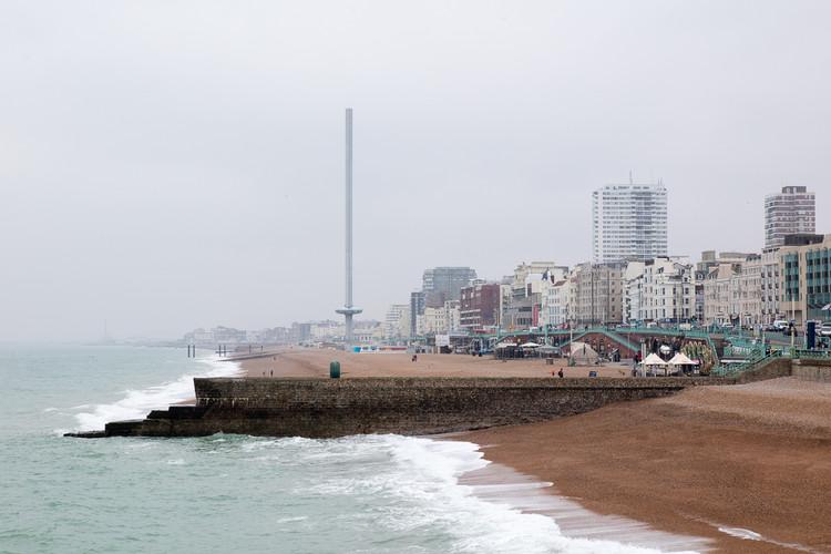BA i360 en Brighton, Reino Unido / Marks Barfield Architects. Imagen © Luke Hayes