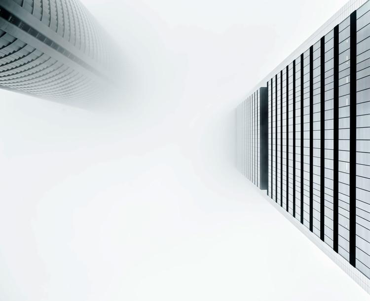 Torre PwC / Carlos Rubio Carvajal y Enrique Álvarez-Sala Walther + Torre Cepsa / Norman Foster. Imagem © Joel Filipe
