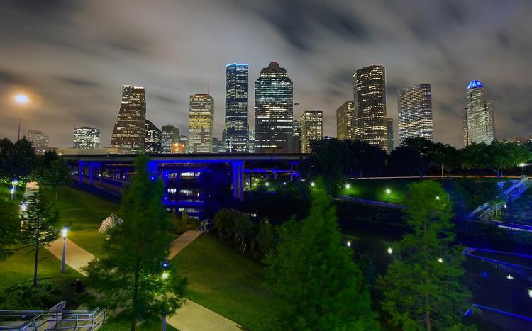 7 ciudades que transformaron sus pasos bajo nivel en parques urbanos, Sabine Promenade, Houston. Image © Flickr Usuario telwink. Licencia CC BY-NC-ND 2.0