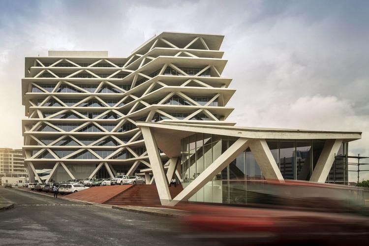 One Airport Square / Mario Cucinella Architects. Image © Fernando Guerra   FG+SG