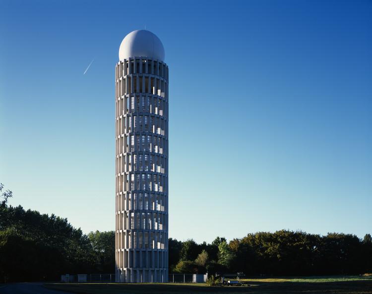 Radar Tower / Barthélémy Griño Architectes, © Hélène Binet