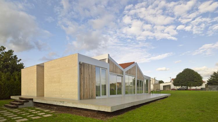 House Between-Lines / OLAestudio, © Hector Santos Diez
