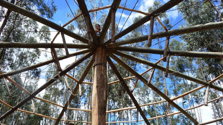 Comunidad que se respeta, tiene capilla: la experiencia del Taller 'Con lo que hay' en Ecuador, Etapa de construcción. Image Cortesía de Taller Con Lo Que Hay / ENSUSITIO Arquitectura
