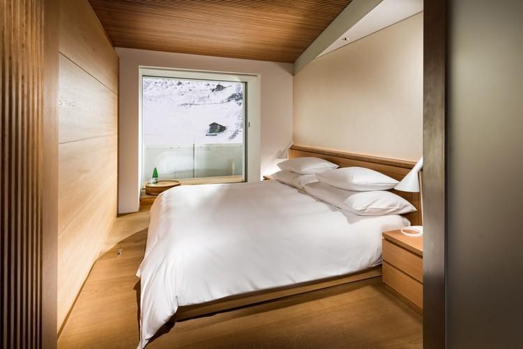 Thom mayne ando kuma zumthor contribute rooms for for Design hotel vals