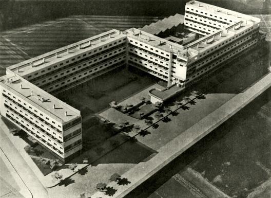 """""""Casa Bloc"""", Barcelona, 1933. Arquitectos: Josep Lluís Sert i López, Josep Torres i Clavé y Joan Baptista Subirana i Subirana. Image © Fondo J. Torres Clavé. Arxiu Històric del Col·legi d'Arquitectes de Catalunya"""
