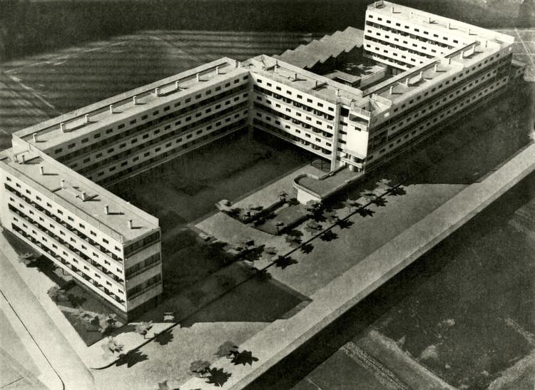 """Casa Bloc"", Barcelona, 1933. Architects: Josep Lluís Sert i López, Josep Torres i Clavé and Joan Baptista Subirana i Subirana. Image © Fondo J. Torres Clavé. Architectural College of Catalonia Historical Archives"