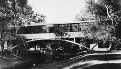 Clássicos da Arquitetura: Casa sobre o arroio / Amancio Williams