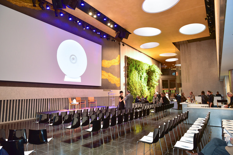 The 2017 LongHouse Award Ceremony, held at the David Rubenstein Atrium at Lincoln Center, designed by Tod Williams Billie Tsien Architects . Image © Sean Zanni, Patrick McMullan Company