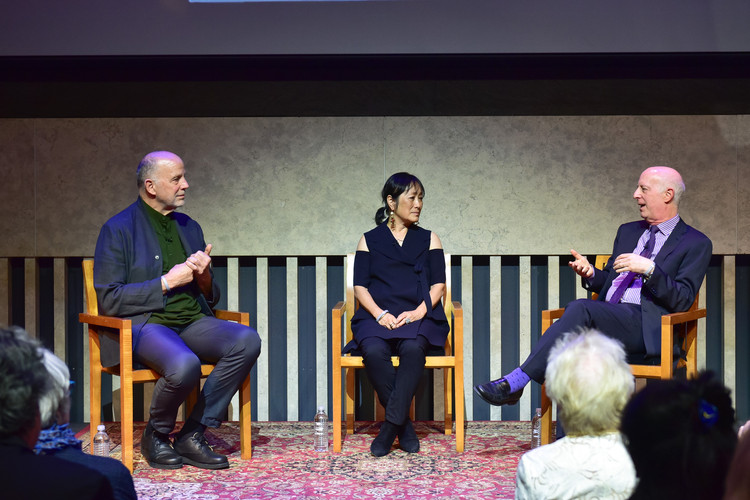 Tod Williams and Billie Tsien in discussion with Paul Goldberger. Image © Sean Zanni, Patrick McMullan Company