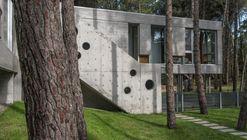 Casa Kuvasz  / Estudio Galera