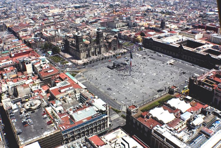 Praça da Cidade do México. Imagem © Flickr usuário: Comefilm. Licença CC BY-SA 2.0