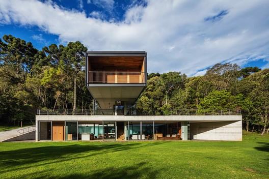 Casa en la Mantiqueira / UNA Arquitetos
