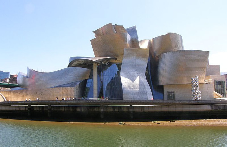 Guggenheim Bilbao. Image © <a href='https://www.flickr.com/photos/ndrwfgg/9480202128'>Flickr user ndrwfgg</a> licensed under <a href='https://creativecommons.org/licenses/by/2.0/'>CC BY 2.0</a>