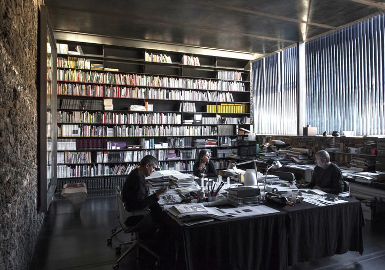 Ramon Vilalta (RCR Arquitectes) habla sobre el Pritzker y sus ambiciones tras ganar el premio, Laboratorio Barberí (2008). Olot, Girona, España. © Hisao Suzuki. Image Cortesía de Pritzker Architecture Prize