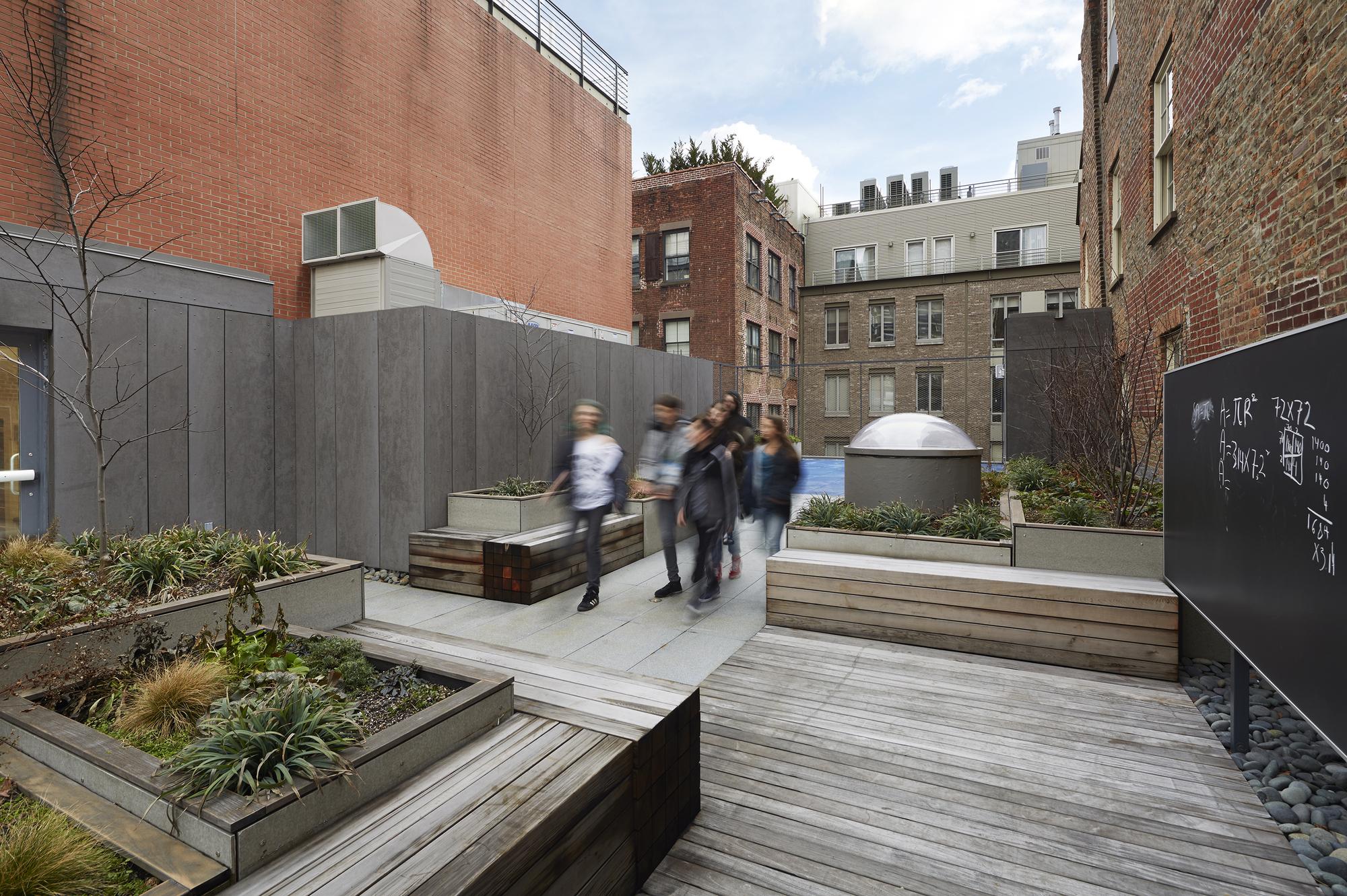 Zooxxx Bule School: Blue School Middle School / PellOverton Architects