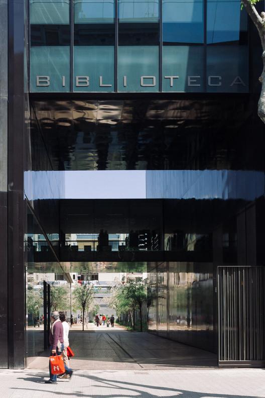 Sant Antoni - Joan Oliver Library / RCR Arquitectes. Image © Pedro Kok