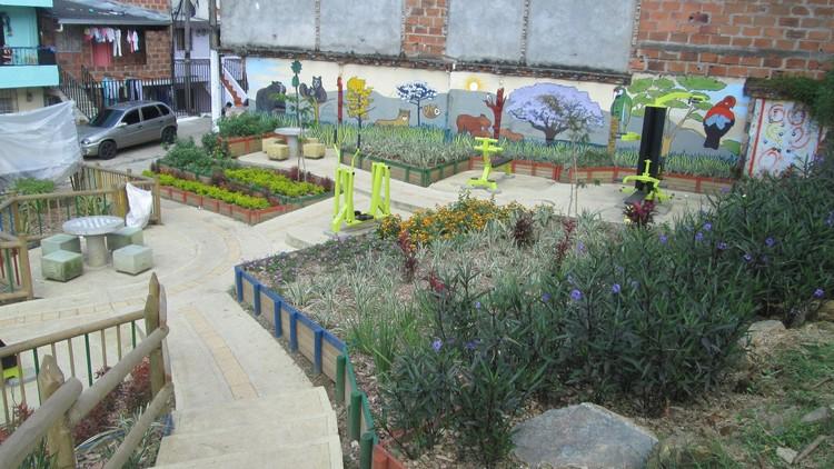Después / Retiro Quebrada La Carevieja, Comuna 1, Medellín. Imagem © Secretaría del Medio Ambiente de Medellín