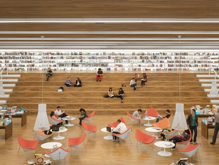 Livraria Cultura / Studio MK27 - Marcio Kogan + Diana Radomysler + Luciana Antunes + Marcio Tanaka + Mariana Ruzante. Vencedor da categoria Arquitetura Comercial 2015. Image © Fernando Guerra | FG+SG
