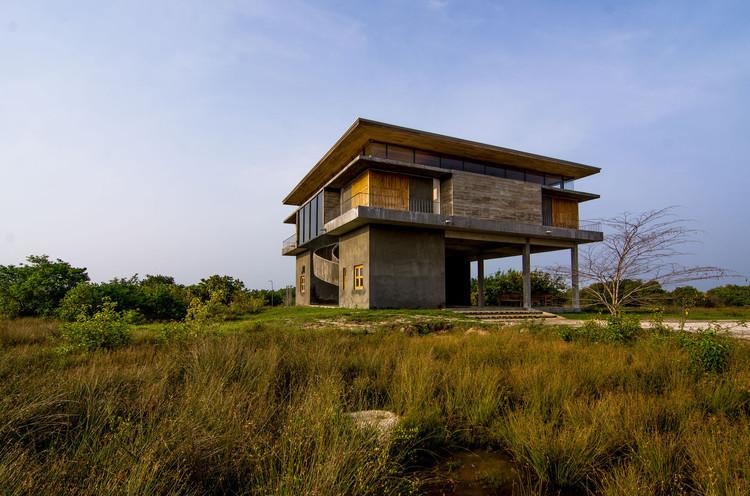 Cuartel para personal en el Parque eólico de Jaffna / Palinda Kannangara Architects, © Mahesh Mendis