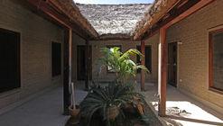 Casa pátio e bangalôs em Toujereng / VIRAI Arquitectos