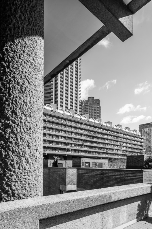 <a href='http://www.archdaily.com/790453/ad-classics-barbican-estate-london-chamberlin-powell-bon'>The Barbican</a> in London. Image © Joas Souza