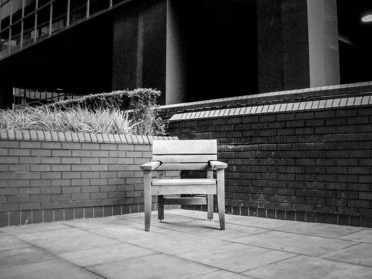 Tower Hill bench, London. Image Courtesy of James Furzer