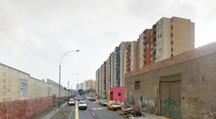 Cercado de Lima, desarrollo inmobiliario entre las Av. Zorritos y Benavides. Image © Google Earth 2017