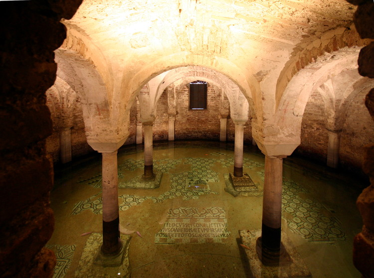 © <a href='https://commons.wikimedia.org/wiki/File:Flooded_crypt_-_San_Francesco_-_Ravenna_2016_(2).jpg'>Wikimedia user José Luiz Bernardes Ribeiro</a> licensed under <a href='http://creativecommons.org/licenses/by-sa/4.0/'>CC BY-SA 4.0</a>