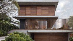 Casa Bravos / Jobim Carlevaro Arquitetos