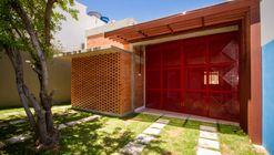 Itapuã House  / ESTUDIOFAROL