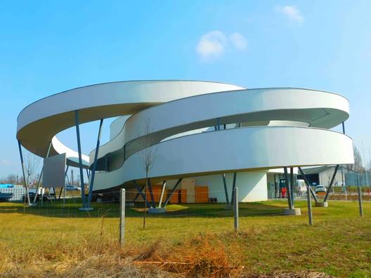 Centro de ciclismo / Ferdinand and Ferdinand Architects